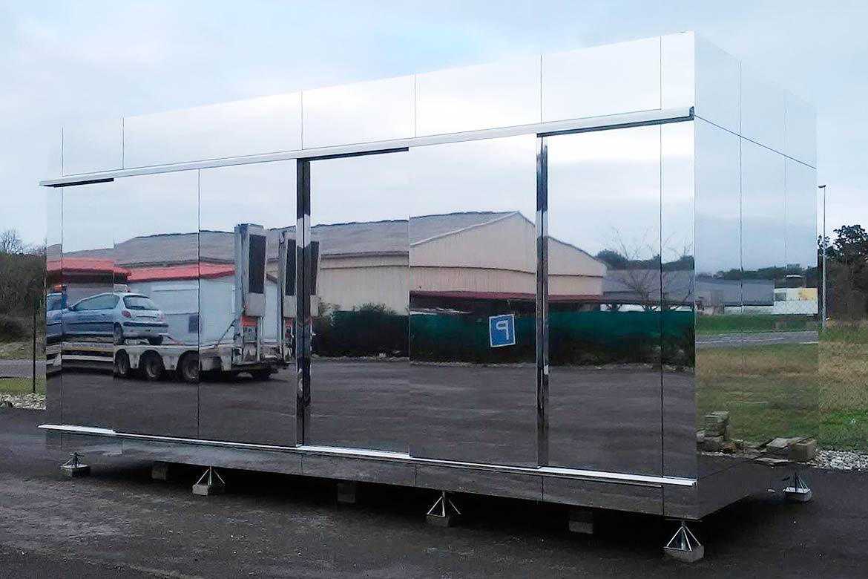 Minicasa fachada espejo