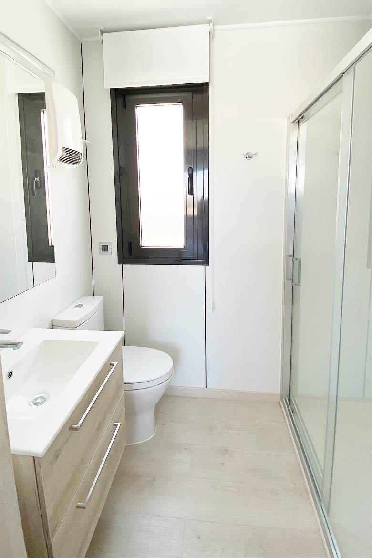 Baño moderno casa prefabricada.