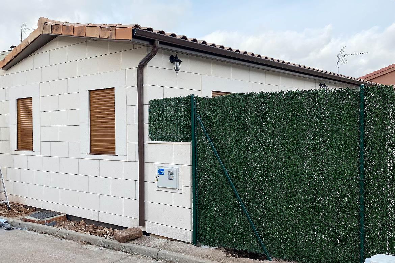 Casa modular fachada de piedra.