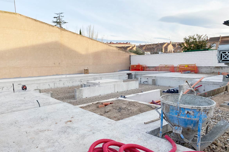 Cimentación casa prefabricada moderna.