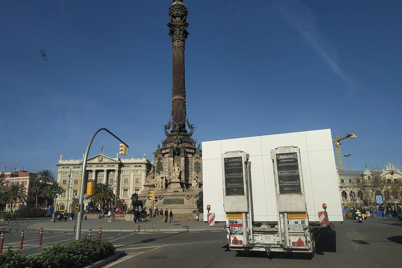 Transportando una casa por la ciudad de barcelona - Casas prefabricadas barcelona ...