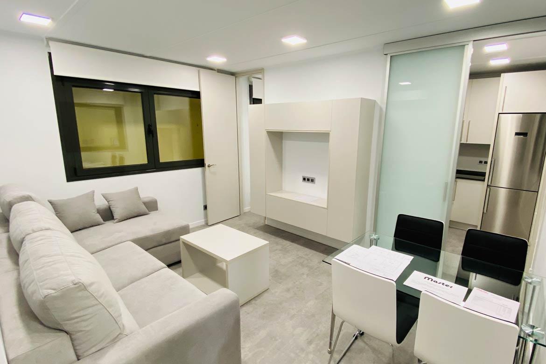 Salón casa prefabricada moderna.